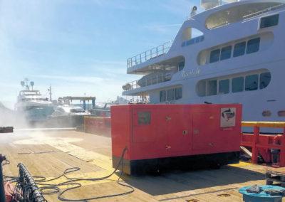 Γεννήτρια δίνει ρεύμα σε πλοίο | Γονίδης γεννήτριες, ενοικίασης ηλεκτροπαραγωγών ζευγών | Gonidis generators
